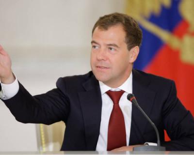 Медведев предложил ослабить контроль за качеством пищи в барах и ресторанах