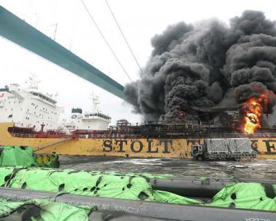 Взрыв и пожар на танкере в порту Южной Кореи
