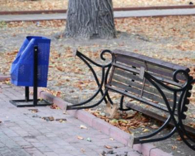 Неизвестные устроили погром на улицах Феодосии