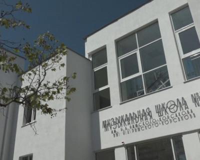 Компания «ИнтерСтрой» поздравила руководство музыкальной школы №1