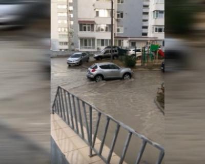 Севастопольцы на улице Руднева «плавают» и возмущаются