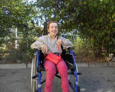 Прикованная к инвалидному креслу крымчанка стала узницей собственной квартиры