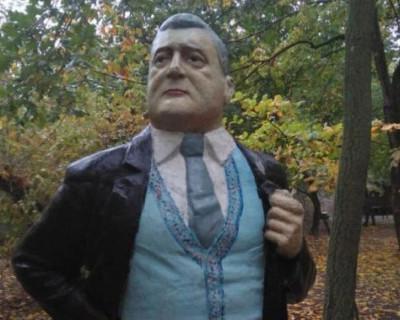 На Украине появился памятник Порошенко