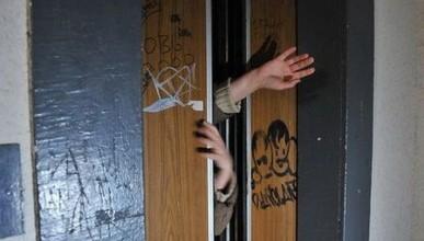 Конфуз! Заместитель министра России застрял в Симферополе в лифте