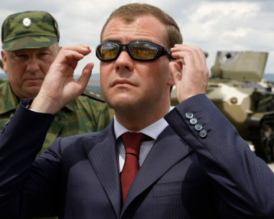 Военные пошли войной на Дмитрия Медведева?