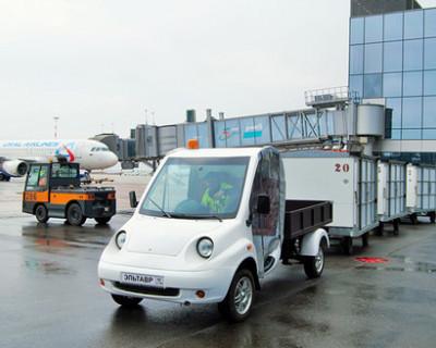 В аэропорту Симферополя испытали новый грузовой электрокар