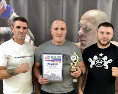 В Севастополе один из самых титулованных профессиональных боксеров мира провел мастер-класс для спортсменов