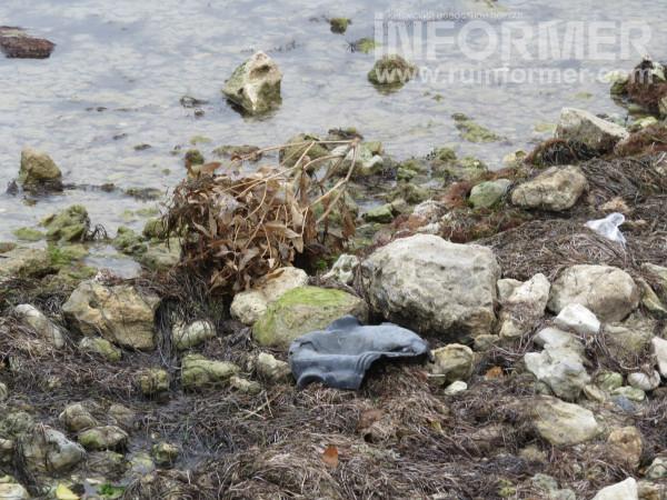 мусор на пляже в Омеге