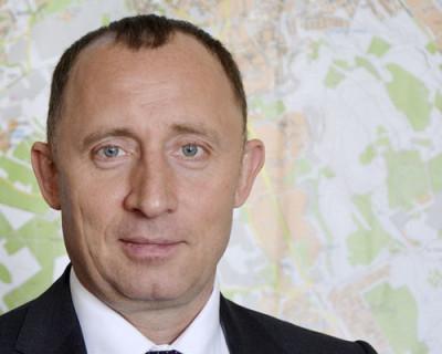 Сегодня вице-губернатор Севастополя Владимир Базаров считал фисташки. И не один...