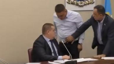 Депутаты чуть не подрались из-за намеков на сексуальную ориентацию