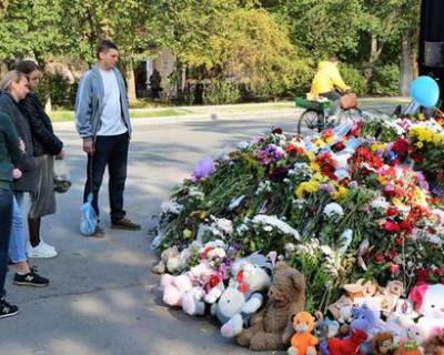 В Керчи установили знак в память о погибших во время кровавой бойни в колледже