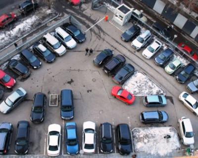 С 1 января будет запрещено парковать коммерческие автомобили во дворах