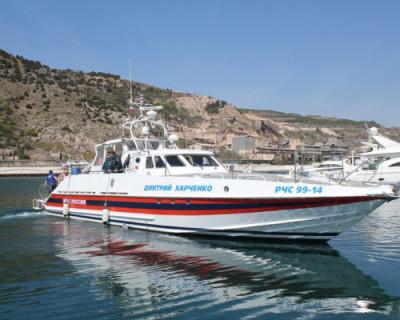 Сотрудники МЧС эвакуировали пассажиров катера