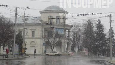 В Севастополе с неба падают хлопья (фото)
