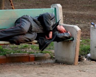 В Севастополе бомж обманул и обокрал подростка