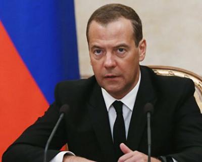 Медведев помогает неверным жёнам спасти семьи