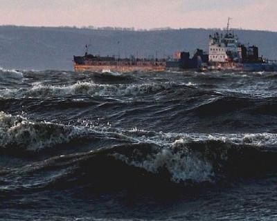 Ветер в Керченском проливе усилился. На переправе курсирует один паром