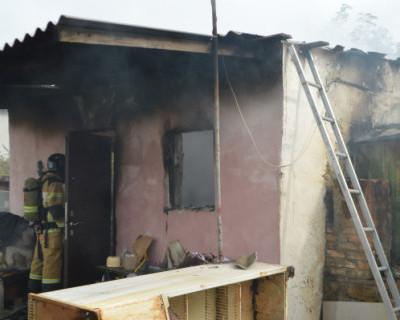 Севастопольские спасатели трижды ликвидировали пожары повышенного ранга в жилом секторе