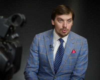 Премьер Украины «добивался интимных отношений» со своим новеньким сотрудником