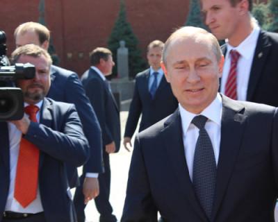 Житель Петербурга хочет 2 млн за визитку Путина