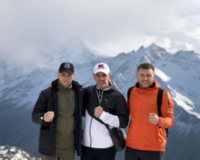 Севастопольцы на склоне горы Эльбрус (ФОТО, ВИДЕО)