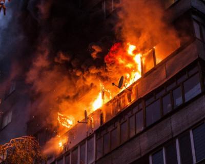 В Крыму загорелся многоэтажный дом