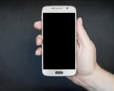 Севастополец похитил телефон у строителя
