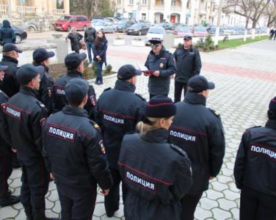 Севастопольские полицейские  закрасили надписи с рекламой наркотиков на фасадах домов