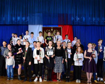 В Севастополе торжественно вручили паспорта юным гражданам России