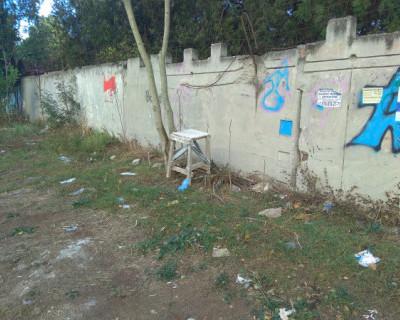 В центре Гагаринского района Севастополя расположился «мусорный полигон»