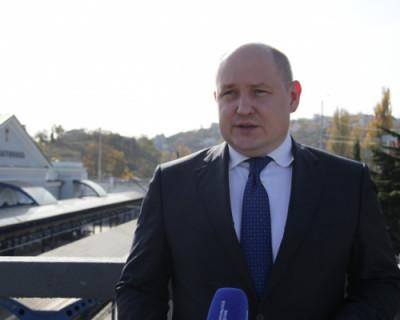 Врио губернатора Севастополя пообщался с первыми покупателями железнодорожных билетов