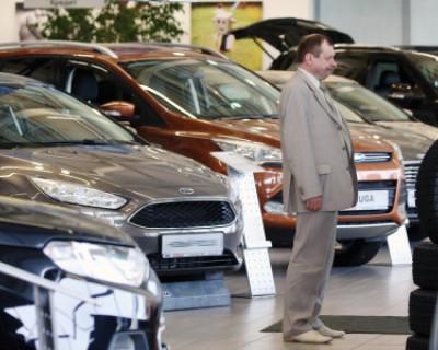 Продажи автомобилей в России снижаются семь месяцев подряд, но цены растут