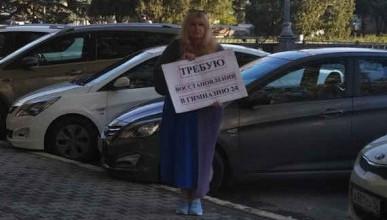 Почему на одиночные пикеты в Севастополе некоторые граждане ходят как на работу?