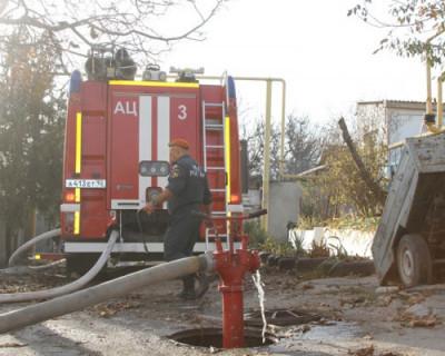 В Севастополе сгорели дом и гараж
