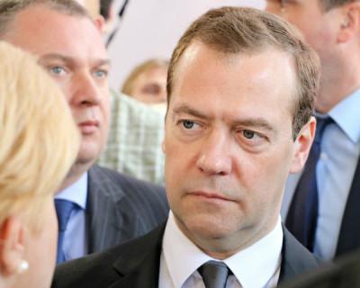 Жительница Алтайского края бросилась в ноги Медведеву (ВИДЕО)
