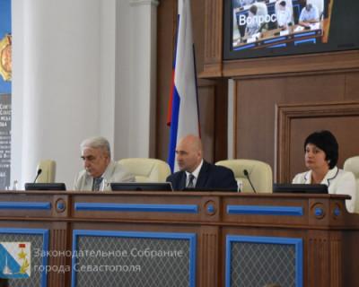 Севастопольские депутаты вновь отказались от зарплаты. На сей раз поневоле. Но не все?