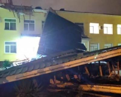В Джанкое ветер повредил крышу школы