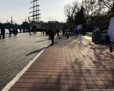 Графская пристань загажена, а это — лицо Севастополя