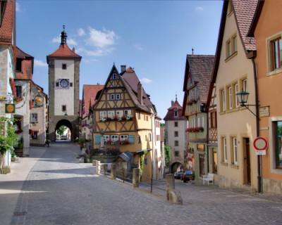 Почему в Германии панельные дома выглядят ухоженными, а у нас как декорации к фильмам о постапокалипсисе?