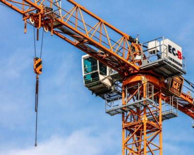 Машинист башенного крана объявил голодовку и отказался спускаться вниз