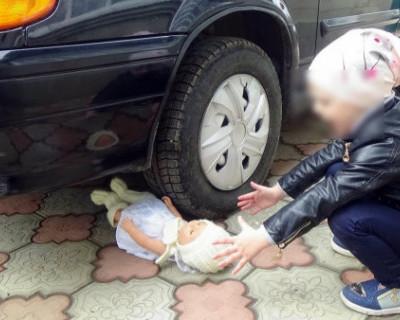 В Севастополе маленькая девочка попала в ДТП