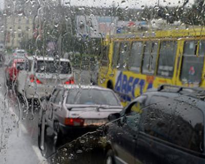 Севастопольцы: «Спасайте машины! В районе Гагаринской администрации две машины уже утонули»