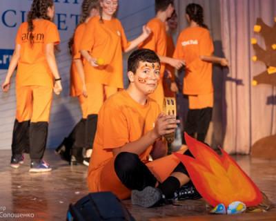 Молодежь Севастополя показывала цвета