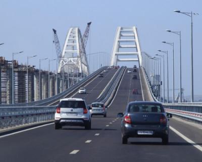 На Крымском мосту появилось граффити