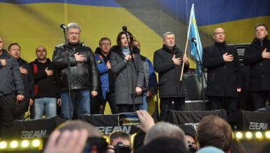 Порошенко закидали яйцами в Киеве