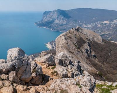 Севастопольские спасатели сняли со скал женщину