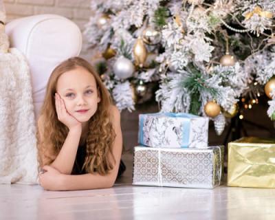Как чиновники Севастополя экономят на детях и продолжают выдавать сомнительные новогодние подарки (ФОТО)