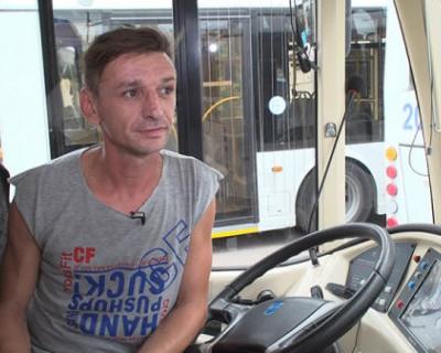 Водитель «Севэлектроавтотранс» награжден нагрудным знаком за спасение троих детей