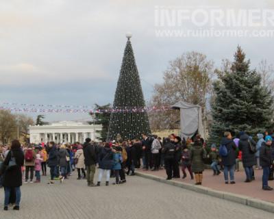 В Севастополе открыли главную ёлку города (ВИДЕО, ФОТО)