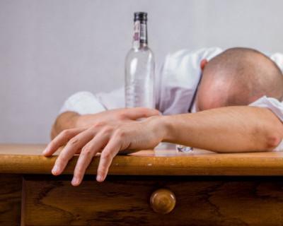 В Крыму начальника полиции обвинили в производстве и сбыте суррогатного алкоголя (ФОТО)